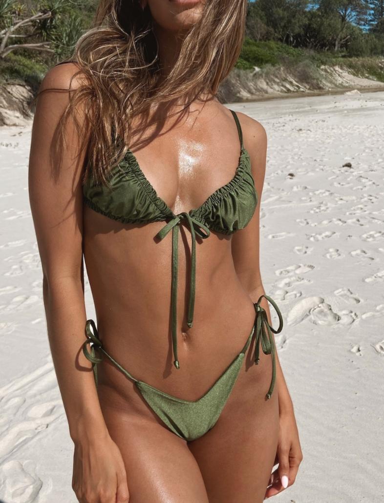 Зеленый купальник-2