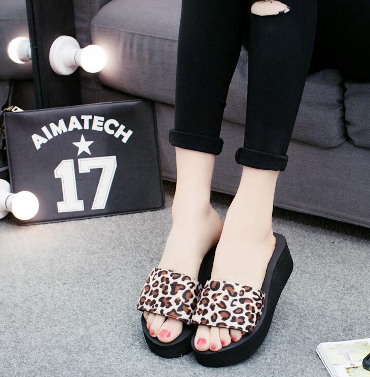 Леопардовые шлепки