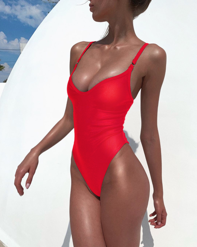 Красный купальник
