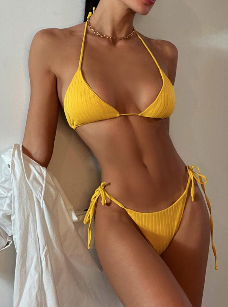 Желтый купальник-1