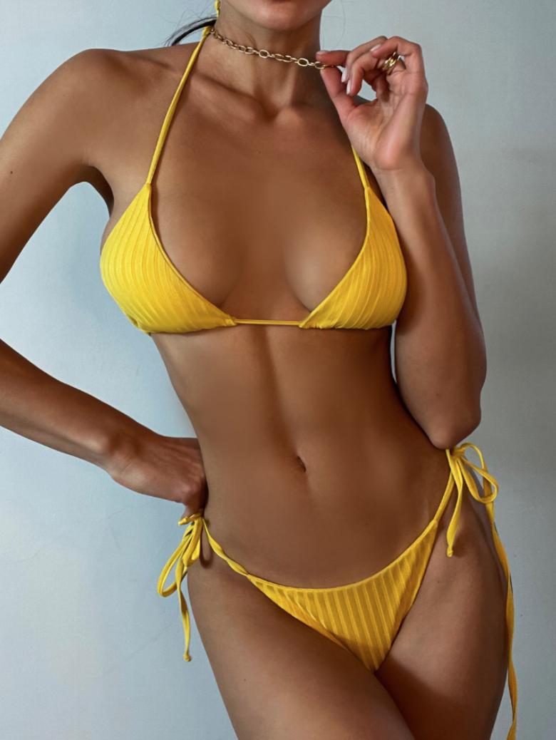 Желтый купальник-3
